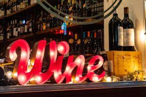 Bar à vin avec panneau lumineux Wine