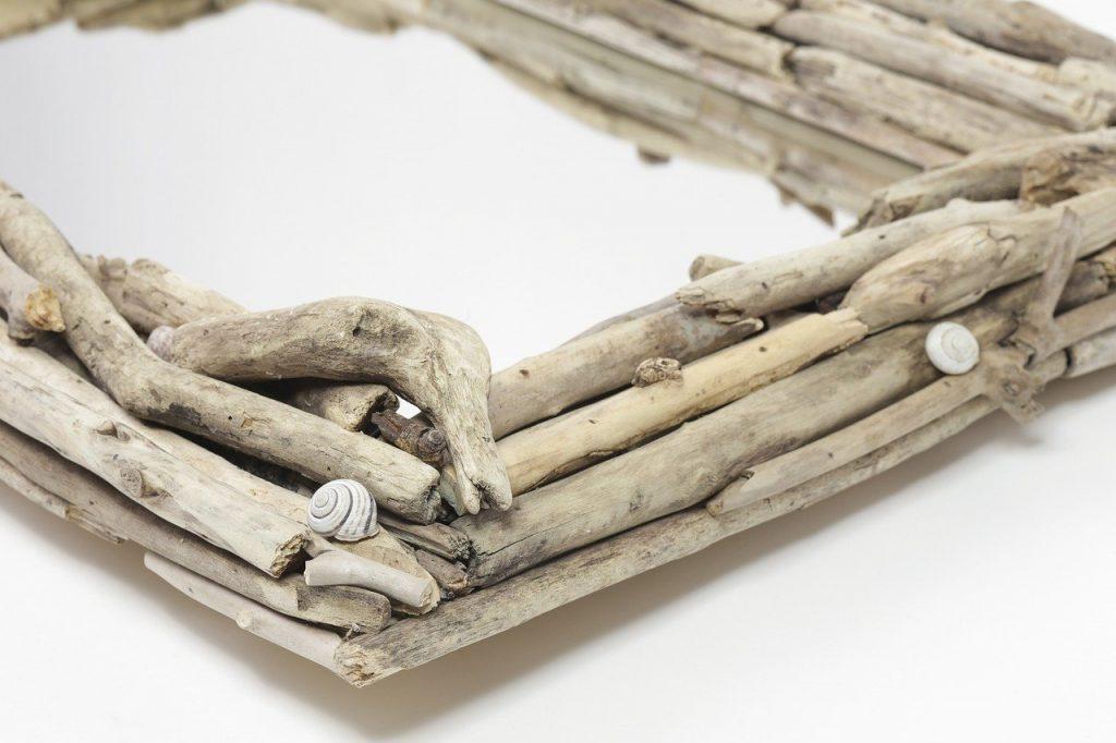 Cadre DIY fait avec du bois flotté