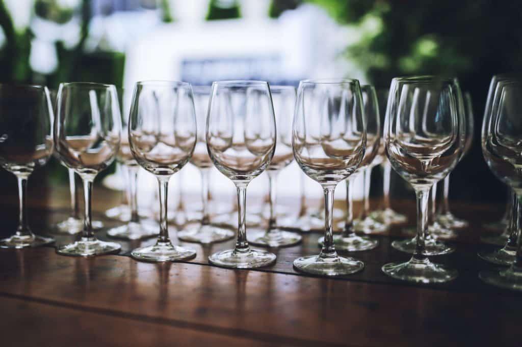 Ensembles de verre à pieds, verres à vin vides