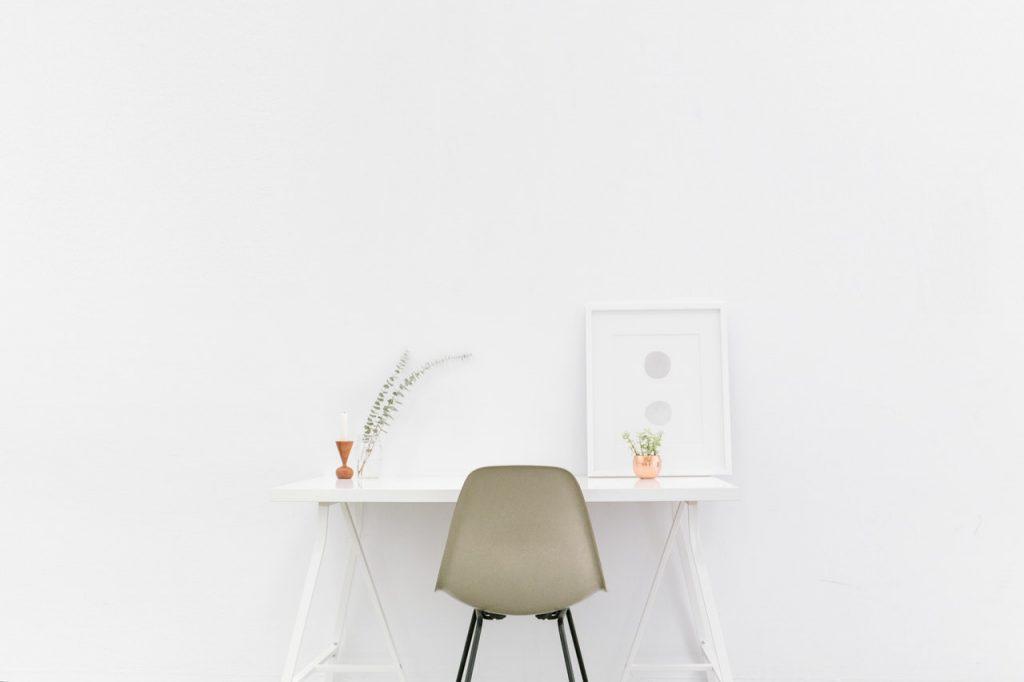 Minimalisme dans un bureau