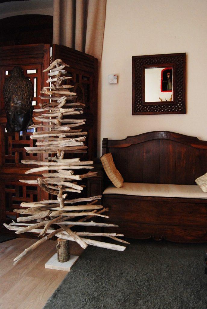 Sapin de Noël DIY fait en bois flotté