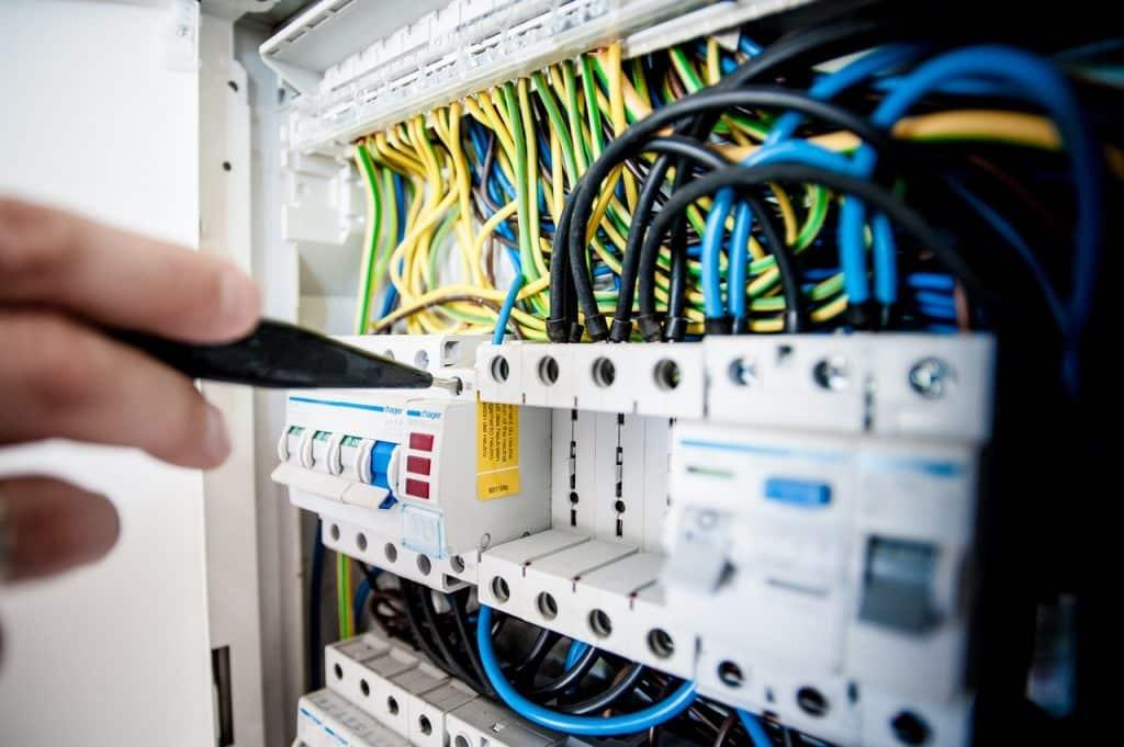 Tableau électrique, utilisé par un électricien professionnel