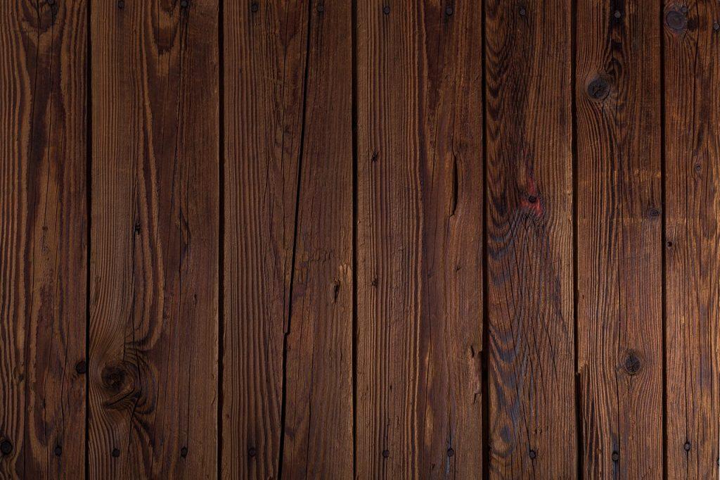 Plancher en bois foncé