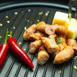 Plancha avec de la viande et des poivrons
